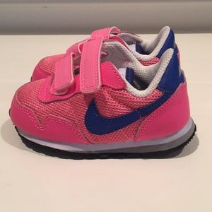 Toddler Girl Nike Shoes. Size: 5C.